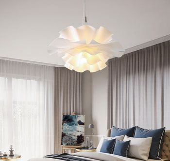 White Acrylic Pendant Light Chandelier in Flower Shape